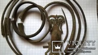 Артефакты П К. в том числе гривны, браслеты, фибула..