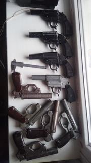 11 сигнальных пистолетов времён 1930-1960годов