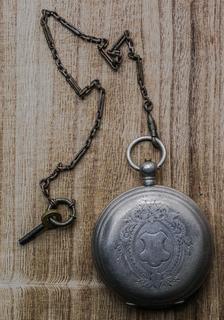 Старинные часы Monard в серебре