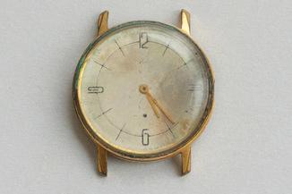 Часы в позолоченом корпусе AU20