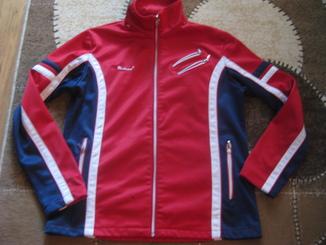 Спортивная куртка с утеплением