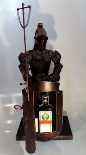 Подарочный рыцарь высотой 60 см с Егермейстер 0,5 в подарок