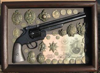 Монеты (и револьвер) царя-батюшки. Копии, в раме со стеклом, 38х28см.