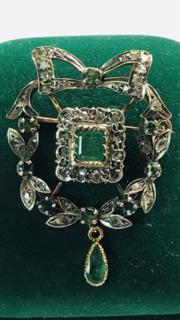 Брошка з діамантами та смарагдами