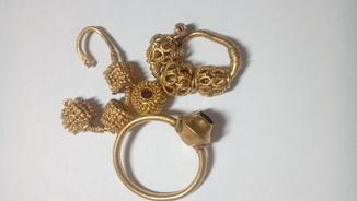 Несколько предметов КР из золота