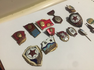 Значки в тяжёлом метале разные