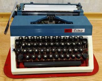 Печатная машинка daro erika  30/40 GDR exporteur, в футляре. Германия 60 - е годы