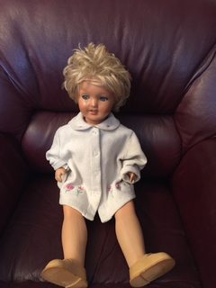 Большая старая кукла из папье-маше