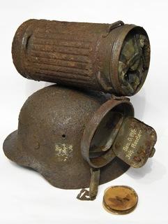 Каска М-40 та протигаз санитара Obgefr. Johann Roider 19.05.1912
