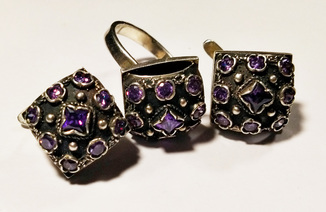Гарнитур серьги и кольцо 16 грамм, серебро клеймо 925, с сиреневыми кристаллом Swarovski