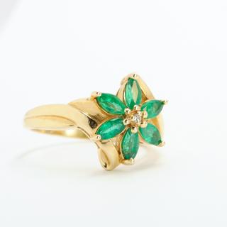 Винтажное золотое кольцо с натуральными изумрудами и бриллиантом