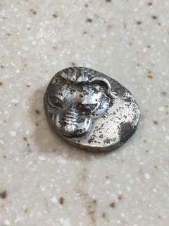 Серебряная монета пантикапея с головой Льва