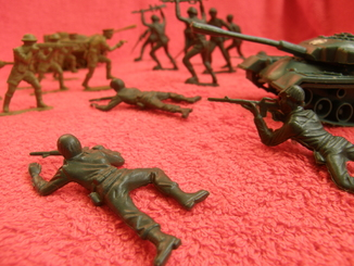 Солдатики - комплект + брнус (солдати техника не комплект)