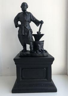 Скульптура «Кузнец»