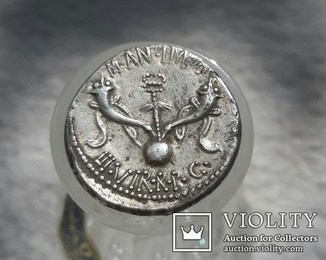 Денарий Марк Антоний. Лето 40г. до н.э. Вес: 3,76 гр.