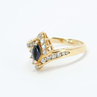 Изящное золотое кольцо с сапфиром и бриллиантами
