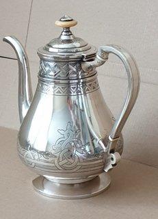 Серебряный чайник в неорусском стиле