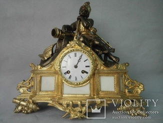 Каминные часы с конкистадором середины XIX века