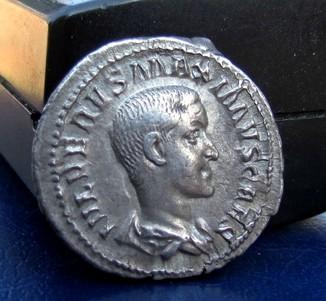 Динарій Максим