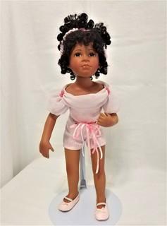 Коллекционная номерная фарфоровая кукла Валери. Германия