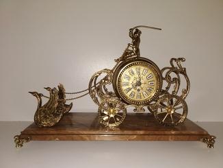 """Камінний механічний годинник на мармуровій підставці  """"Карета з лебедями"""" арт. 05"""