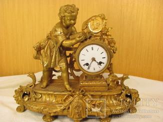 Часы французкие в позолоте.