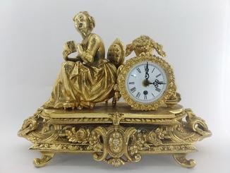 """Механічний камінний годинник """"Жінка з книгою"""" арт. 010"""