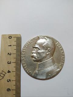 Настільна срібна медаль генерал Пілсуцький