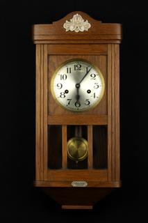 Компактные настенные маятниковые часы. Винтаж. Германия (0674)