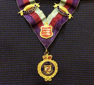 Шейная лента с подвесом Старинного Королевского Ордена Буйволов (RAOB)