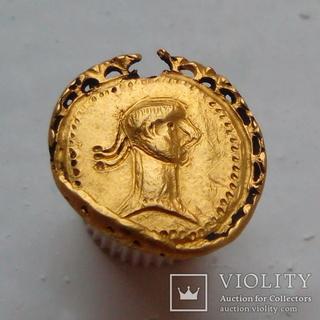 Золота римська підвіска