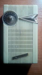 Портативный транзисторный радиоприемник  мир