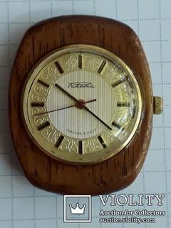 Часы Ракета в деревьяном корпусе лот ч 24.06.01