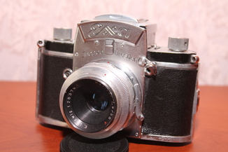 Фотокамера EXA Ihagee Dresden (объектив E.Ludwig Meritar 2.9/50 V)