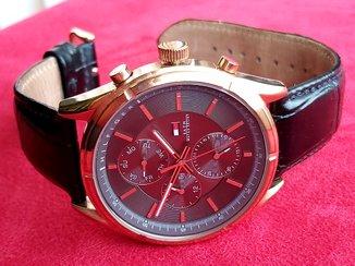 Часы Tommy Hilfiger.