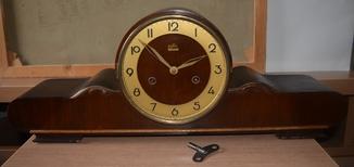 Настольные старинные часы. Sonneberg.