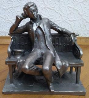 """Статуэтка """"Пушкин на скамейке"""""""