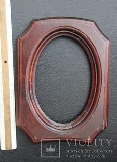 Старенькая приятная деревянная рамка под овал