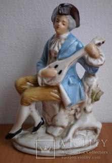 Статуэтка Парень с мандолиной