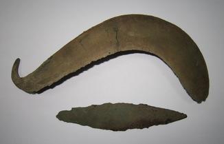 Бронзовый серп и нож, Сосницкая культура 15-14 века до н.э.