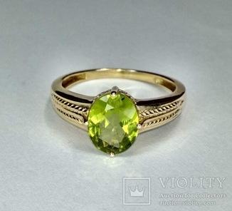 Золотое кольцо с натуральным хризолитом