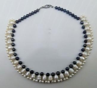 Ожерелье жемчуг черный, барочный крупный, и речной. 84 грамм.