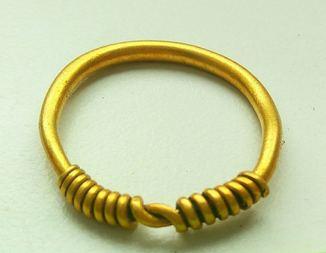 Золотое височное кольцо ЧК,  5,71г.