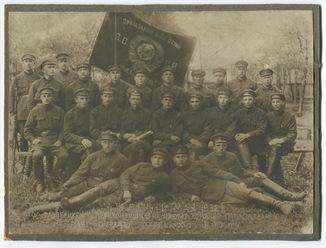 Отряд войск ОГПУ под развернутым знаменем. Нагр. знаки. 1932