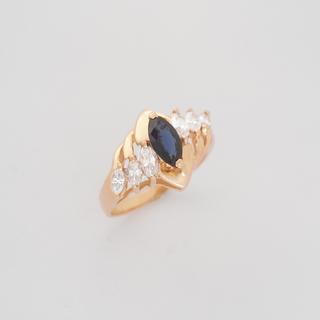 Винтажное золотое кольцо с сапфиром и бриллиантами
