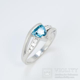 Золотое кольцо с топазом и бриллиантами