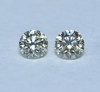 Пара  чистых бриллиантов 1 карат ( сертифицированы )