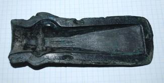 Часть формы дла отливки кельта.