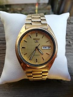 Часы Сейко с браслетом на ходу