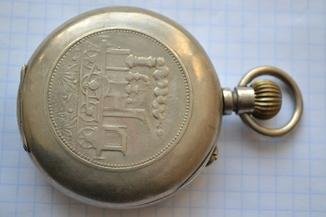 Старинные часы с паровозом.
